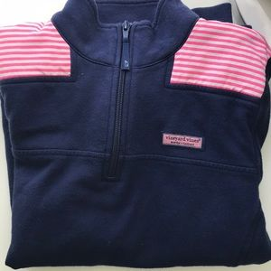 Vineyard vines sweat shirt.